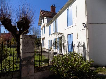 Holiday Cottage with shared pool in Riberac, Dordogne, France