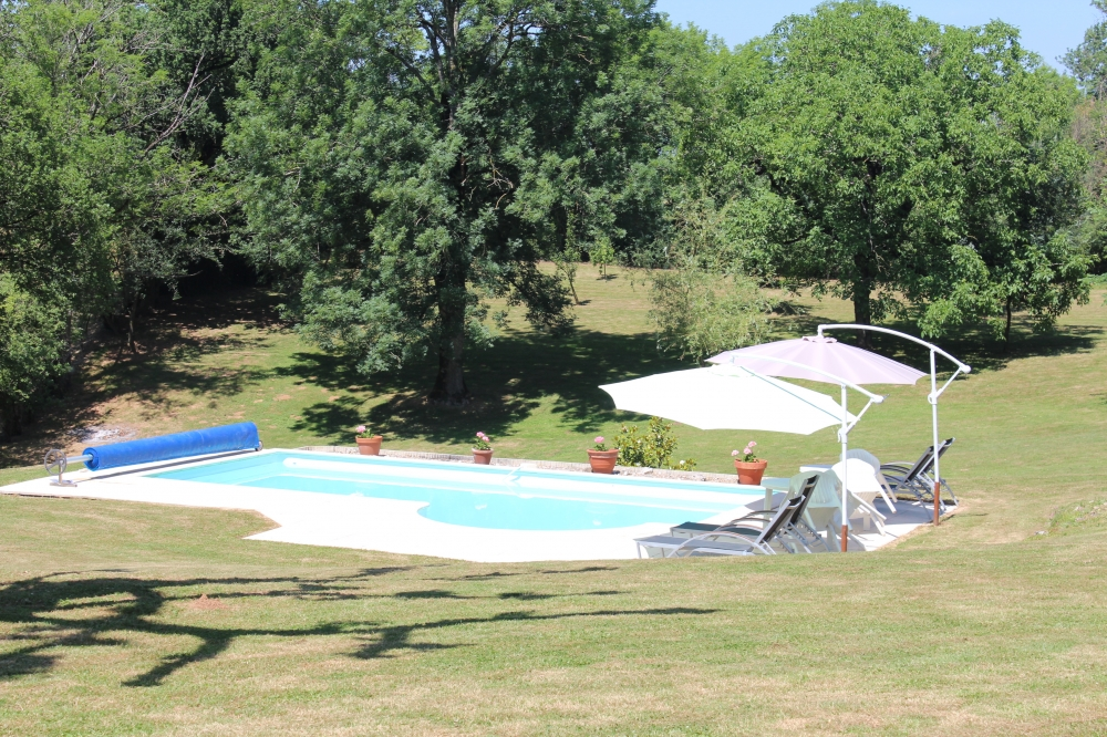 Luxury Holiday Gite with Heated Pool, Nr Realmont, Midi-Pyrenees