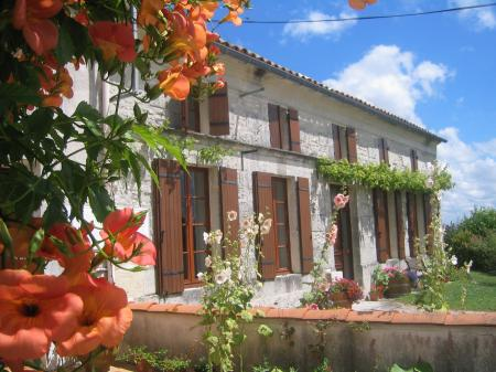 4 bedroom Charente Maritime self catering holiday home with Pool, France ~  Les Roses Tremieres