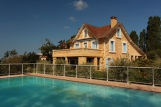 6 bedroom Holiday Cottage with Private Pool in Perigord Blanc, Dordogne/Les Bleuets