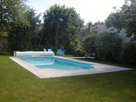 3/4 bedroom Burgundy Holiday Home rental with private garden and pool, Yonne, France