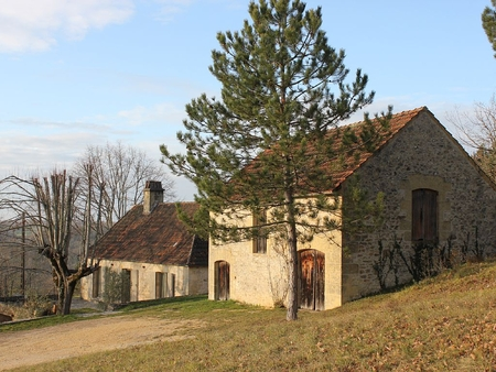 Holiday House with Beautiful views of St Cyprien, Nr Sarlat, Dordogne Valley, France