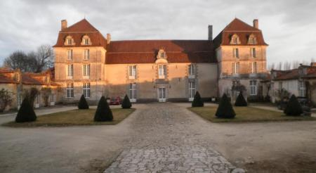 Holiday Rental Cottage with Bed and Breakfast, Tennis Court, Champagne-et-Fontaine, France