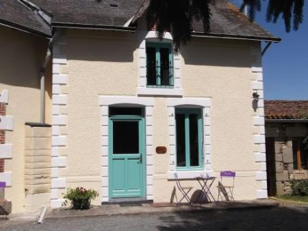 3 Bedroom Holiday Cottage with Heated Pool, Deux Sevres, France / Marguerite
