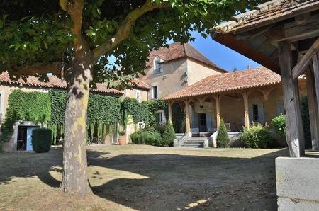 6 Bedroom Holiday Chateau in Perigord Blanc, Dordogne, France / Manoir des Lespine