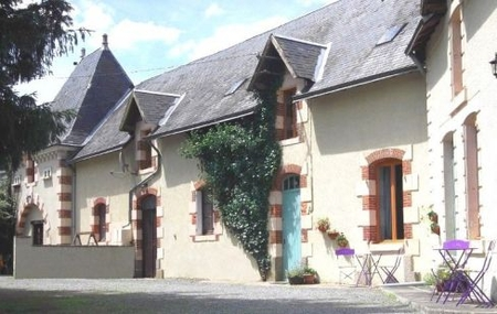 Two Holiday Cottages with connecting door for up to 12 in 6 bedrooms. Private heated pool
