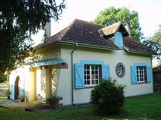 Holiday Cottage With Private Pool in Gouze, Near Orthez, Pau