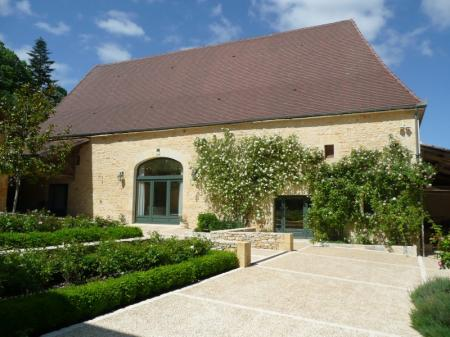 Beautifully Converted 4 bedroom Holiday Home, near Daglan, Perigord Noir, Dordogne