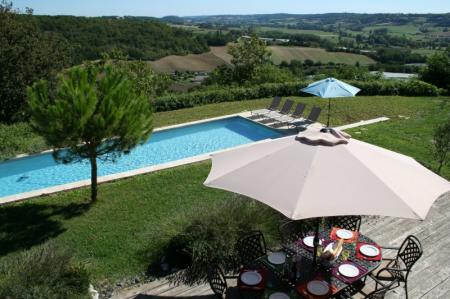 Luxury Miramont-de-Quercy House with Huge Private Pool and air-con, in village with good restaurant and bakery