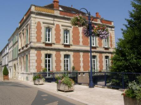 Bed and Breakfast in Pons, Charente-Maritime, France / Les Balcons de la Seugne