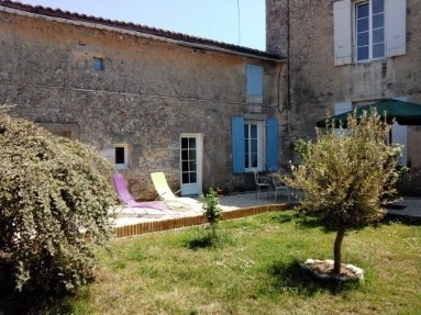 Holiday Guest House in centre of Gemozac, Charente-Maritime, France / Le Clos de Gemozac