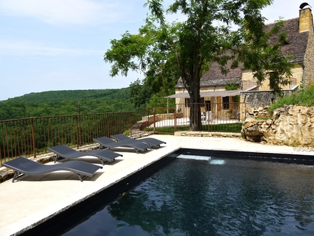 Stonehouse With Heated Swimming Pool in Beynac-et-Cazenac, Dordogne - The Linol