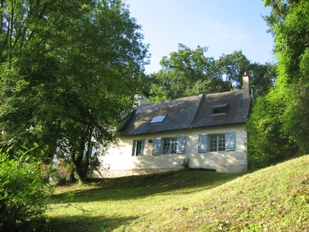 Charming Cottage Rental overlooking the Loire, Chênehutte-Trèves-Cunault, France