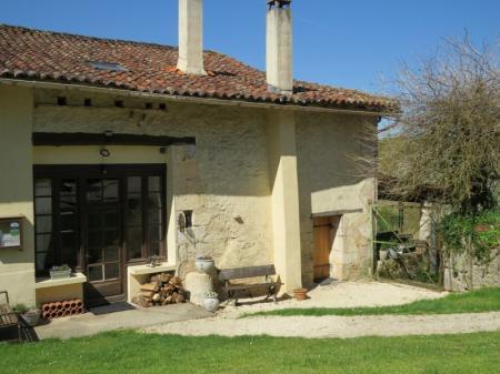 Lizonne family friendly farmhouse on small complex, pool, fishing, bikes etc