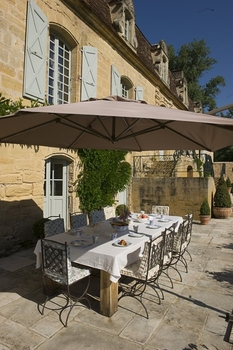Superb Perigord Noir Holiday Chateau in Mauzens-et-Miremont, Dordogne, France
