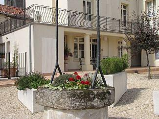 Beautifully Holiday Appointed Vendee Apartment Rental with Pool, Pays-de-la-Loire, France