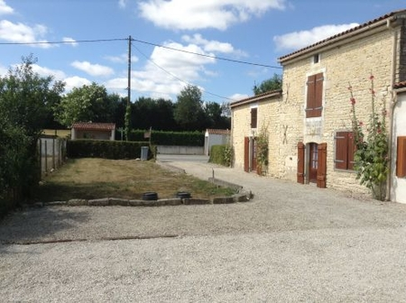Charming Holiday Cottage Rental near the Marais-Poitevin, Charente Maritime, France