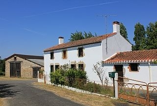 Traditional Vendee Country House with Large Garden in Beaulieu-sous-la-Roche, France