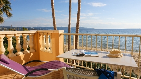 Cavalaire-sur-Mer Rivazur Beach Apartment Rental on the Beach, Gulf of Saint Tropez, France