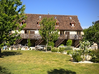 Holiday Rental Gite with pool for rental in Lot, Midi-Pyrenees, France / Daisy Gite