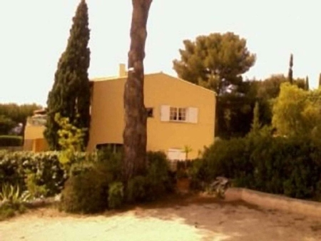 2 bedroom holiday apartment in Sanary-sur-Mer, Near Toulon, 800m from Sea - FOR SALE €354,000