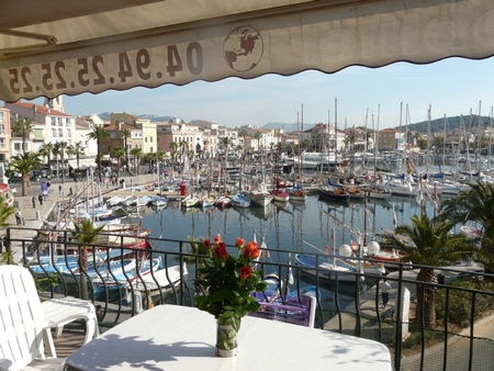 Sanary-sur-Mer Holiday Rental Apartment with Great Views of the Port