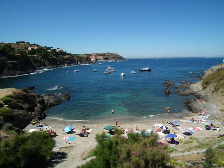 2 Bedroom Beachside Apartment in Collioure, France - Alosa