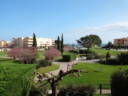 2 bedroom La Londe-les-Maures Holiday Apartment Rental, 100m to Beach