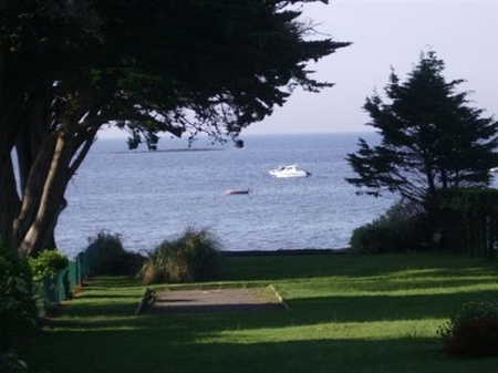 SELF CATERING HOLIDAY VILLA NEAR SARZEAU, SOUTH BRITTANY - SEA VIEW AND DIRECT ACCESS TO THE BEACH