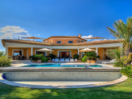 Superb Sainte Maxime Villa Rental with Private Pool - 7 Bedrooms