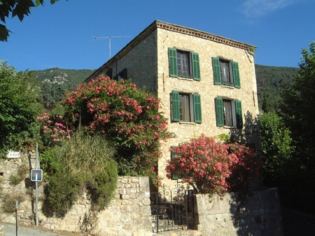 Exceptional Manor House with Private Pool, centre of medieval Seillans, France