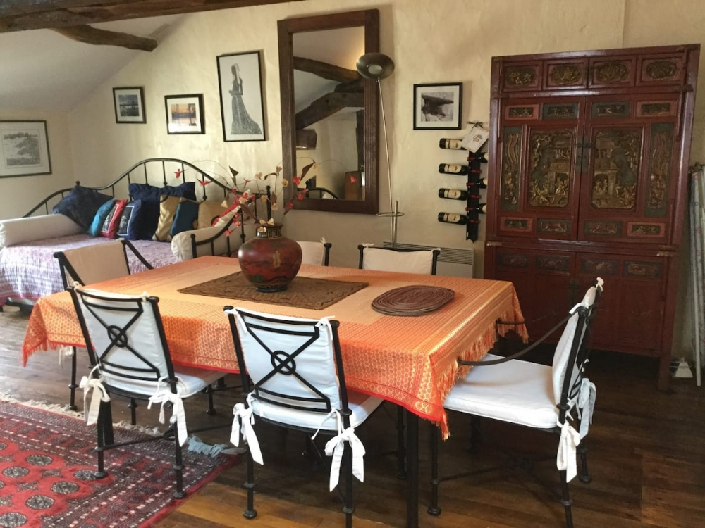 Exceptional Riverside Location,Holiday Apartment, Private Island. Moulin de la Ronde, Bonnes, Vienne