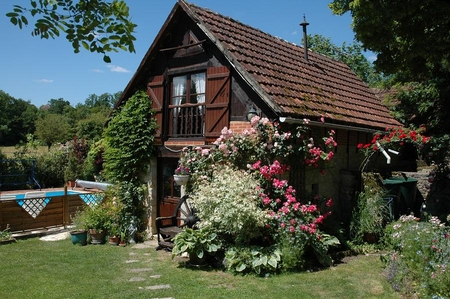 Self Catering Holiday Cottage with Shared Pool, Near Sarlat and Rocamadour - La Petite Grange