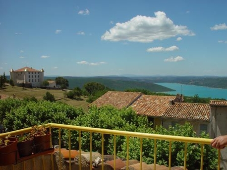 3 Bedroom Holiday Home in Aiguines (Provence - Gorges du Verdon) - Beautiful lake view
