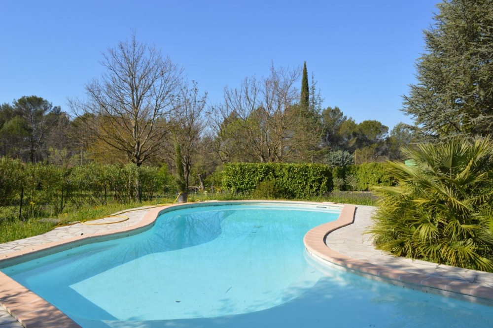 Traditional Style Cotignac Villa Rental with Pool, Surrounded by Large Garden, - Clos des Chenes
