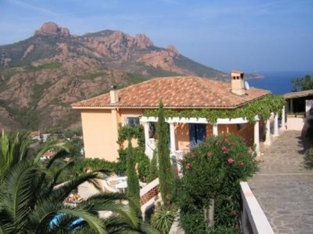 Agay Holiday Rental Apartment with Salt Pool, Var, France