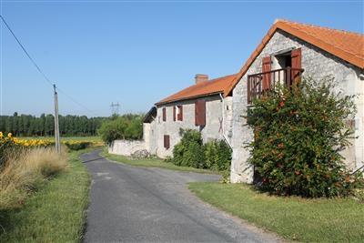 Farmhouse with Pool near Richelieu, Loire Valley, France - La Zuzaliere