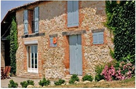 Spacious Gite with Pool and Stunning Views, between Montauban and Gaillac, Tarn, France