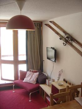 Ski flat, les Arcs 2000, snow-front, south-facing balcony