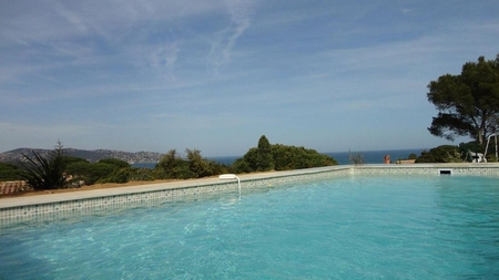 Beautiful Sainte-Maxime Holiday Villa with Pool, Panoramic Sea Views, Quiet Area