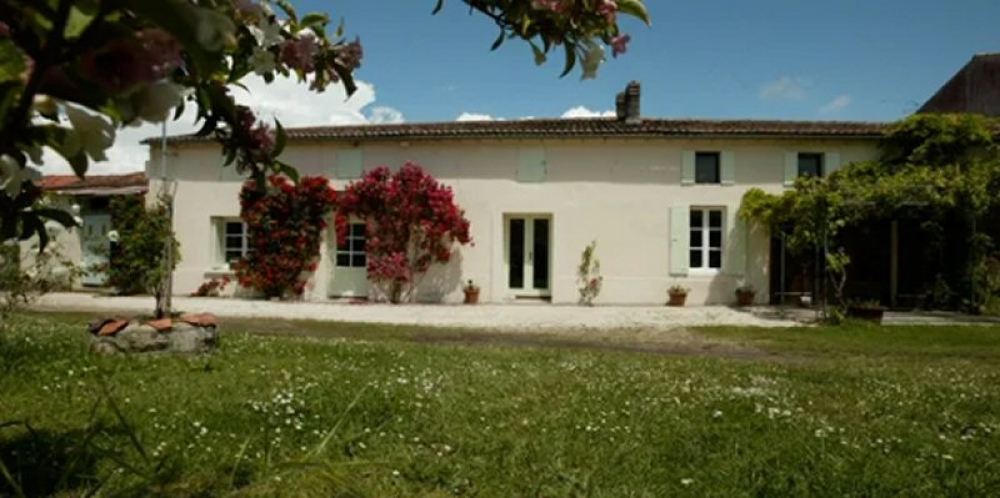 Beautiful Beautiful Holiday Cottage with Pool, Near Royan and Gemozac, France - THE COTTAGE