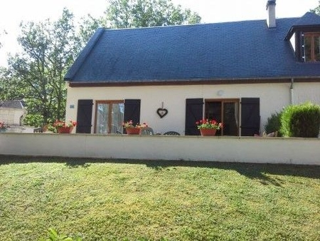 Spacious 3 Bedroom House with Shared Heated Pool, Nr Carlux, Dordogne, France