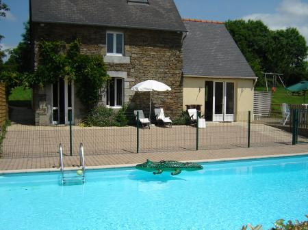 Holiday cottage Rental with in Manche, Normandy, France / HEATED POOL