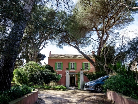 Stone La Garde Holiday House, 15 minutes from Beach