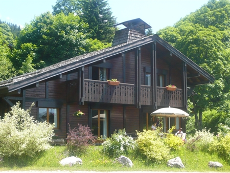 Beautiful 5 Bedroom Les Gets Holiday Chalet - Great Views, Sauna and Near Lift