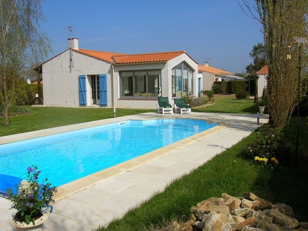 Lovely Detached Holiday Villa with heated pool in Apremont, Aizenay, Vendee, France