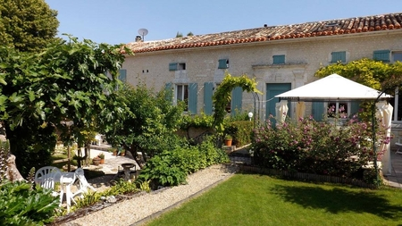 Beautiful Holiday Homes with Garden and Pool, Heart of Charente, France - Maison du Jardin