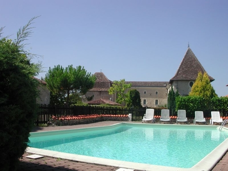 Luxury Apartments in a 17th Century Castle, Chateau de Labaurie, Charente, France - CAVALIER SUITE