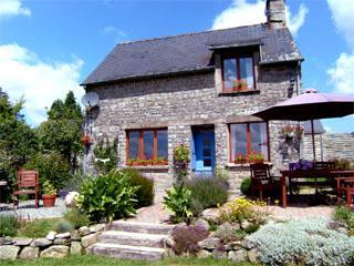 Beautiful Self-Catering Holiday Cottages with Pool in Morbihan, Brittany / La Vallonne