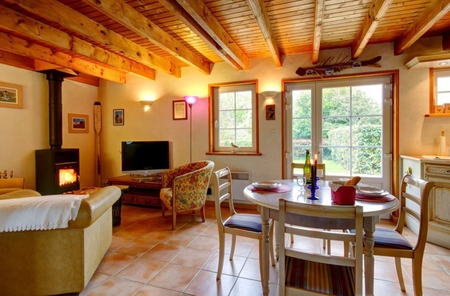 Cosy 1 Bedroom Cottage in the Grounds at the Gates of a Natural Park, Plomodier, France